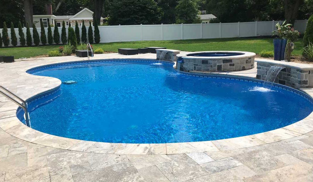 Advantages and Disadvantages of a Vinyl Pool