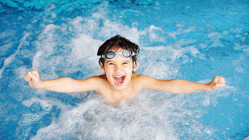 Things You Should Never Let Your Kid Do At The Pool